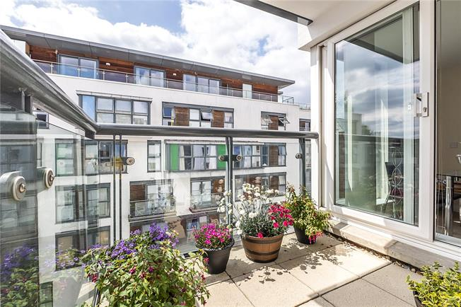 Asking Price £735,000, 3 Bedroom Flat For Sale in London, SW18
