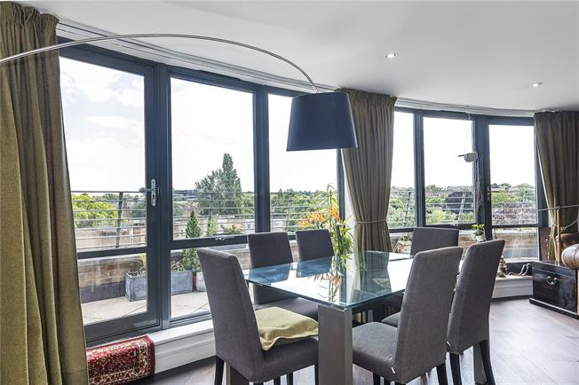 Asking Price £1,100,000, 3 Bedroom Flat For Sale in London, SW15