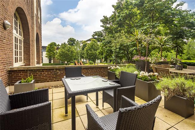Asking Price £439,950, 1 Bedroom Flat For Sale in London, SW15