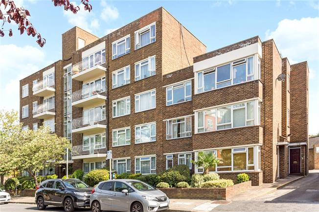Asking Price £750,000, 3 Bedroom Flat For Sale in London, SW15