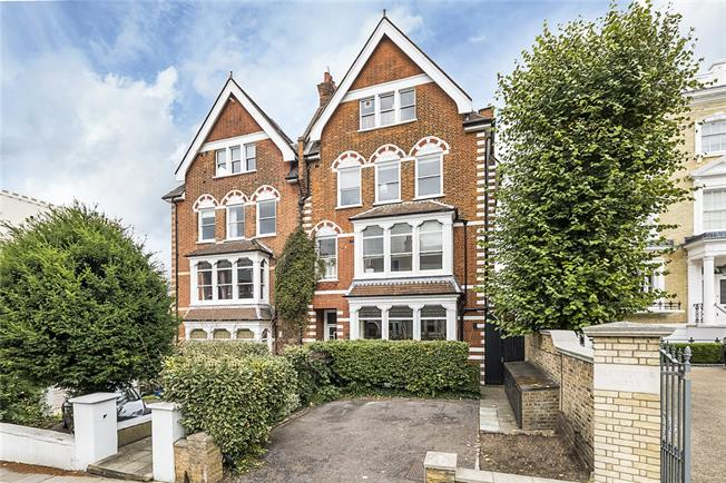 Asking Price £760,000, 2 Bedroom Flat For Sale in Richmond, TW10