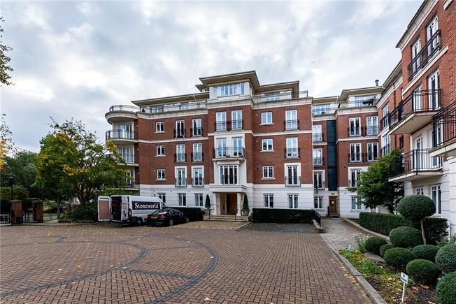 Asking Price £1,150,000, 2 Bedroom Flat For Sale in East Twickenham, TW1