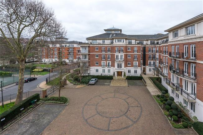 Asking Price £1,050,000, 2 Bedroom Flat For Sale in East Twickenham, TW1