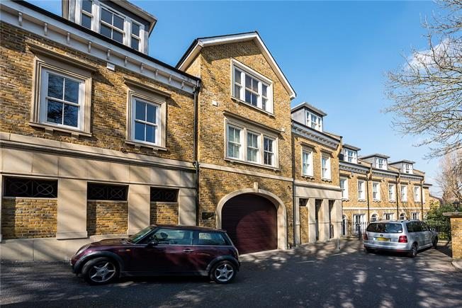 Asking Price £499,950, 1 Bedroom Flat For Sale in Richmond, TW10