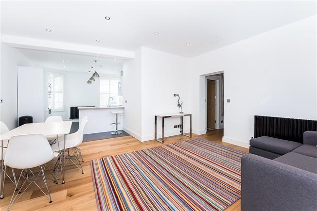 Asking Price £650,000, 2 Bedroom Flat For Sale in Richmond, TW9