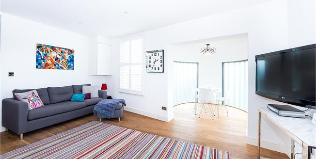 Asking Price £575,000, 2 Bedroom Flat For Sale in Richmond, TW9