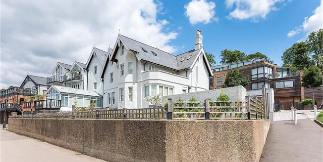 Asking Price £775,000, 2 Bedroom Flat For Sale in Richmond, TW10