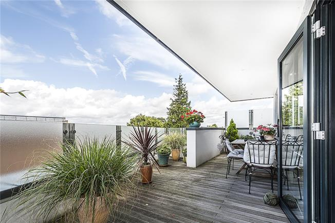 Asking Price £585,000, 1 Bedroom Flat For Sale in Richmond, TW10
