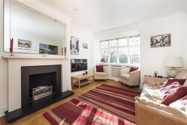 Asking Price £625,000, 2 Bedroom Flat For Sale in East Twickenham, TW1