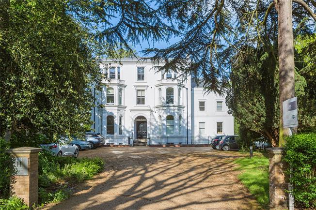 Asking Price £710,000, 2 Bedroom Flat For Sale in East Twickenham, TW1