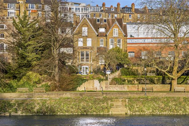 Guide Price £2,450,000, 4 Bedroom Semi Detached House For Sale in Richmond, TW10