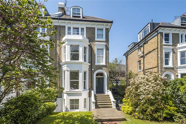 Asking Price £475,000, 1 Bedroom Flat For Sale in Twickenham, TW1