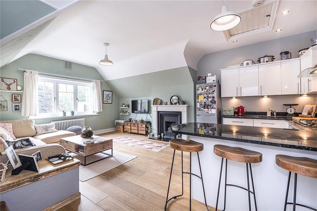 Asking Price £499,950, 1 Bedroom Flat For Sale in Surrey, TW10