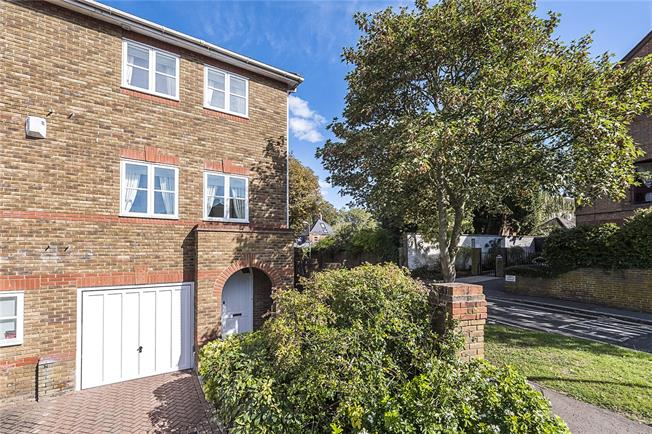 Asking Price £1,400,000, 3 Bedroom End of Terrace House For Sale in Richmond, TW10
