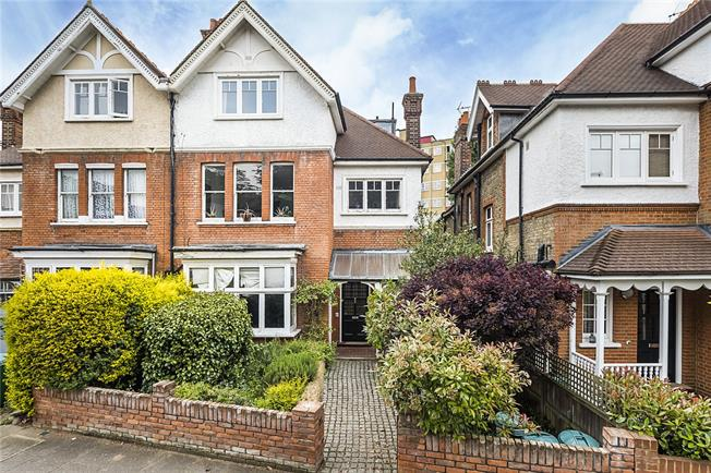 Asking Price £850,000, 2 Bedroom Flat For Sale in Richmond, TW10