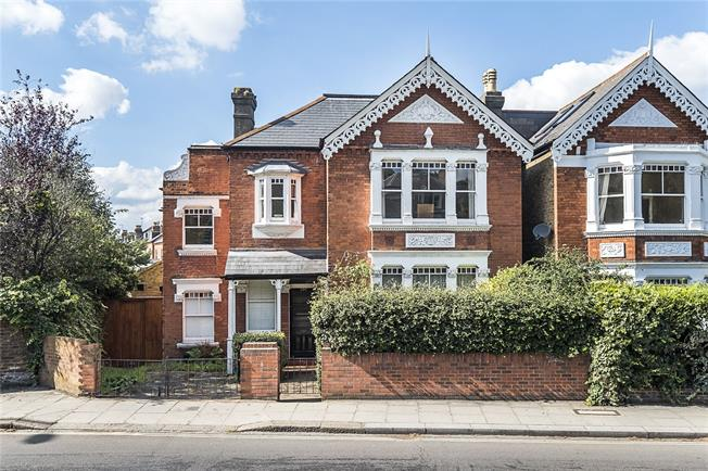 Asking Price £1,495,000, 5 Bedroom Detached House For Sale in Twickenham, TW1
