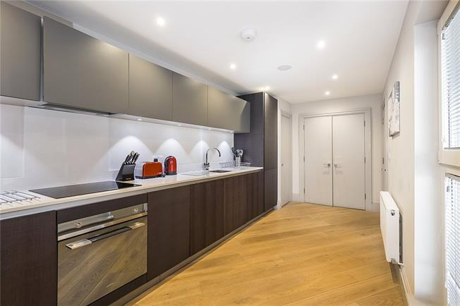 Asking Price £799,000, 2 Bedroom Flat For Sale in Richmond, TW9