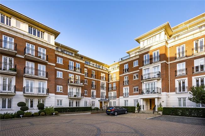 Asking Price £1,650,000, 3 Bedroom Flat For Sale in Twickenham, TW1