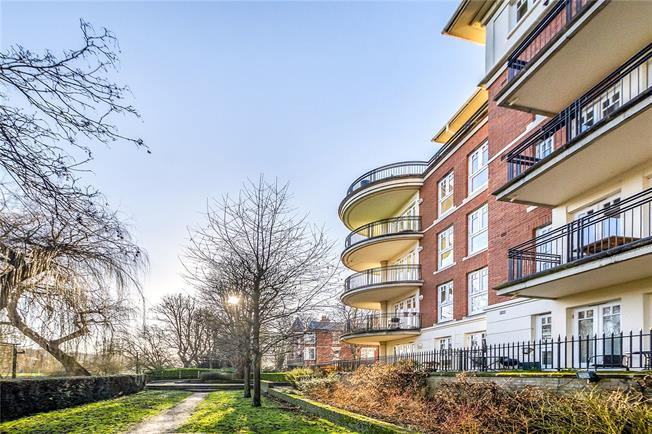 Asking Price £1,795,000, 3 Bedroom Flat For Sale in Twickenham, TW1