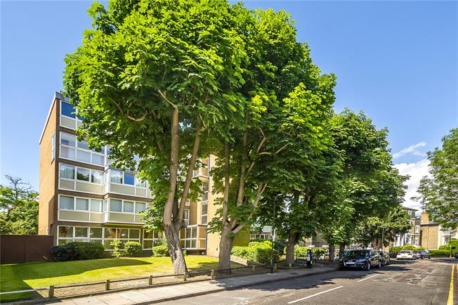 Asking Price £645,000, 2 Bedroom Flat For Sale in Richmond, TW10