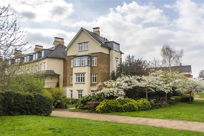 Asking Price £1,960,000, 6 Bedroom House For Sale in Richmond, TW9