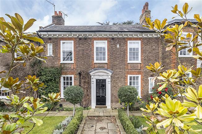 Guide Price £2,950,000, 5 Bedroom Semi Detached House For Sale in Richmond, TW10