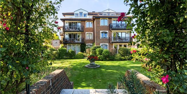 Asking Price £595,000, 1 Bedroom Flat For Sale in Twickenham, TW1