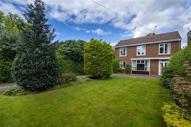 Asking Price £1,475,000, 4 Bedroom Detached House For Sale in Richmond, TW10