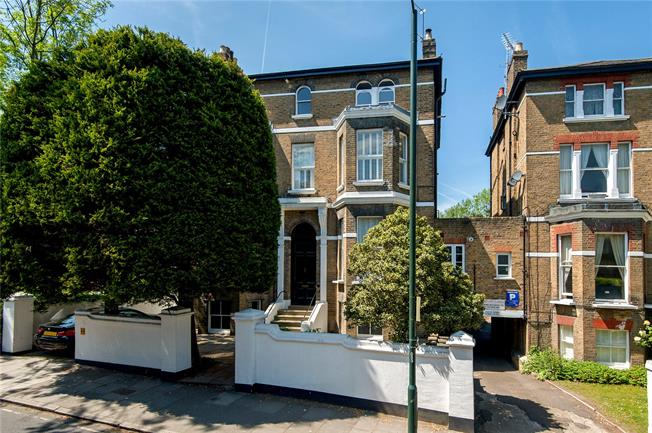 Asking Price £560,000, 1 Bedroom Flat For Sale in Richmond, TW10