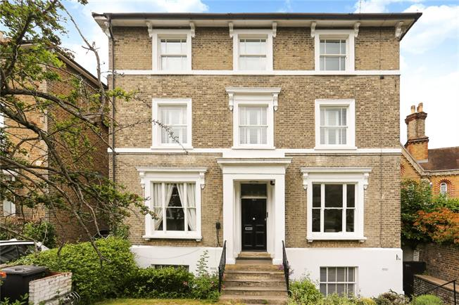 Asking Price £725,000, 3 Bedroom Flat For Sale in Richmond, TW9