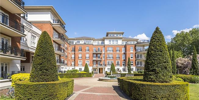 Offers in the region of £1,950,000, 3 Bedroom Flat For Sale in Twickenham, TW1