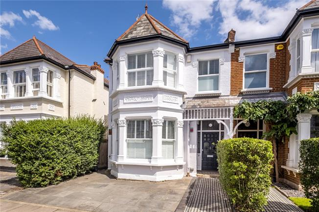 Asking Price £1,825,000, 5 Bedroom Semi Detached House For Sale in Twickenham, TW1