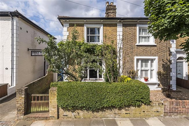 Asking Price £895,000, 2 Bedroom House For Sale in Richmond, TW9