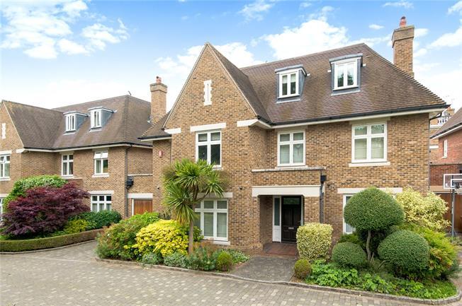 Asking Price £2,999,950, 5 Bedroom Garage For Sale in Twickenham, TW1