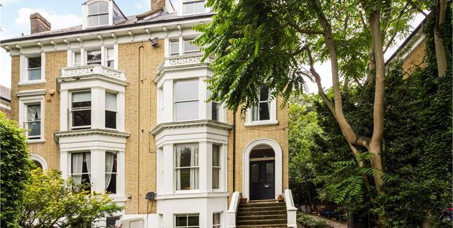Asking Price £625,000, 2 Bedroom Flat For Sale in Twickenham, TW1