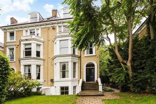 Asking Price £575,000, 2 Bedroom Flat For Sale in Twickenham, TW1