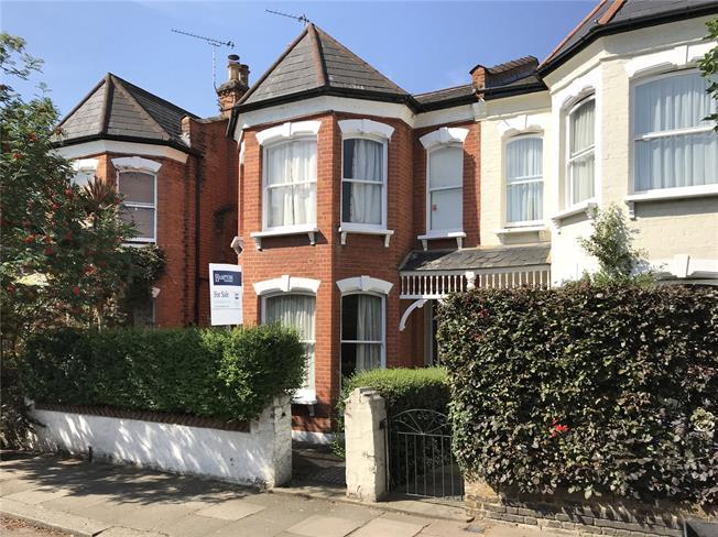 Asking Price £1,350,000, 3 Bedroom House For Sale in Twickenham, TW1