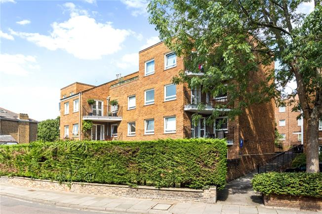 Asking Price £745,000, 2 Bedroom Flat For Sale in Richmond, TW10
