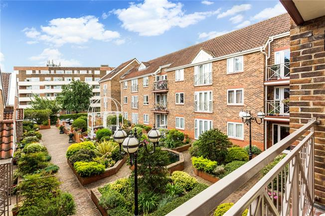 Asking Price £630,000, 2 Bedroom Flat For Sale in Richmond, TW9