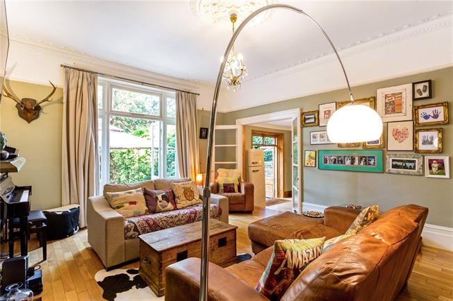 Asking Price £850,000, 2 Bedroom Flat For Sale in Twickenham, TW1