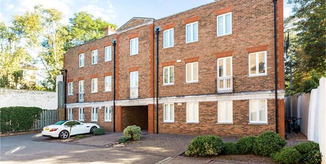 Asking Price £775,000, 2 Bedroom Flat For Sale in Twickenham, TW1