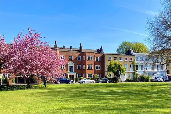 Asking Price £995,000, 3 Bedroom Flat For Sale in Richmond, TW9