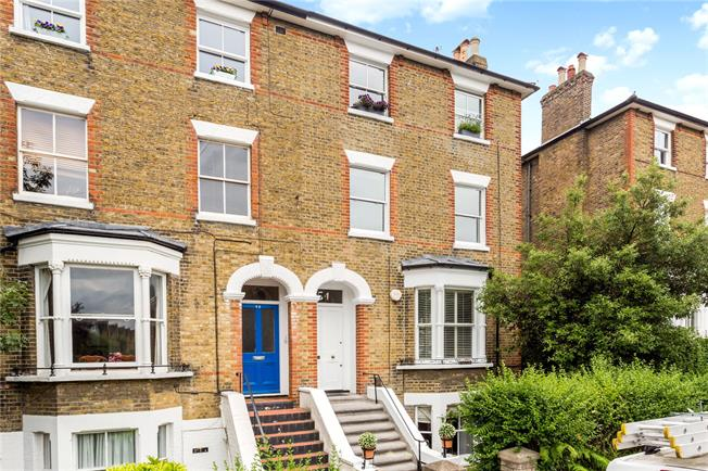 Asking Price £350,000, 1 Bedroom Flat For Sale in Richmond, TW10