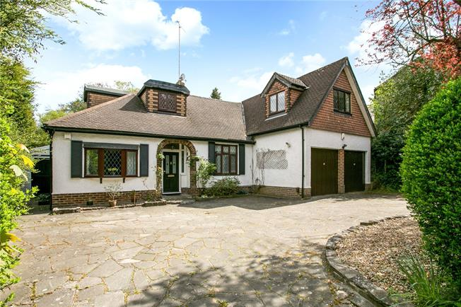 Guide Price £1,175,000, 4 Bedroom Detached House For Sale in Rickmansworth, WD3