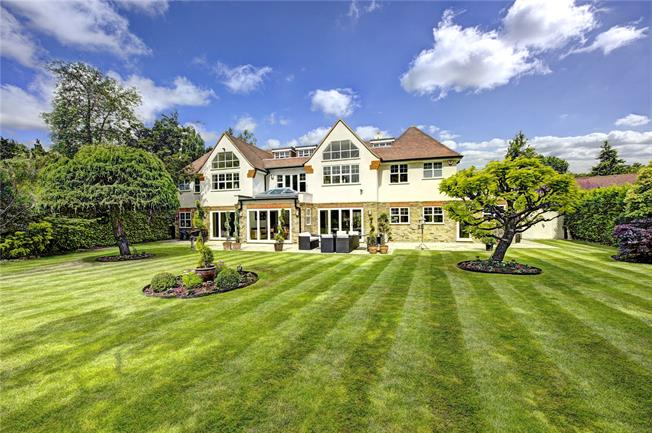 Guide Price £2,250,000, 7 Bedroom Detached House For Sale in Rickmansworth, WD3