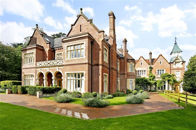 Guide Price £499,950, 2 Bedroom Flat For Sale in Rickmansworth, Hertfordsh, WD3