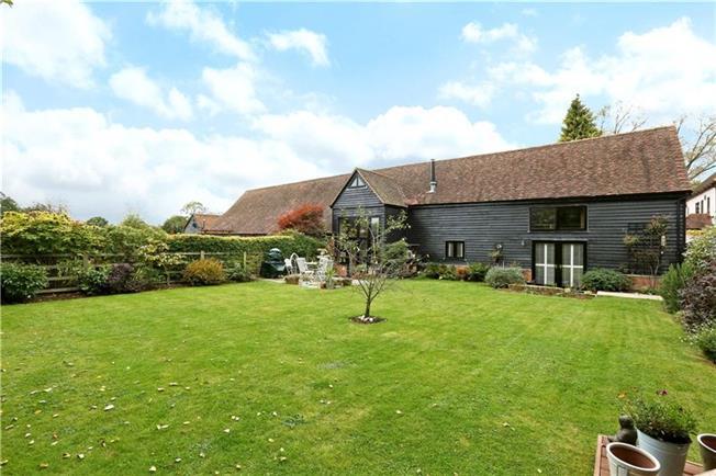 Guide Price £775,000, 3 Bedroom Semi Detached House For Sale in Bovingdon, Hemel Hempstea, HP3
