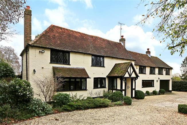 Guide Price £1,495,000, 4 Bedroom Detached House For Sale in Kings Langley, Hertfordsh, WD4