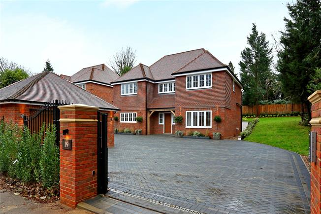Guide Price £1,395,000, 5 Bedroom Detached House For Sale in Watford, WD17