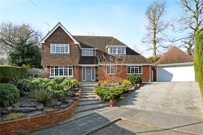 Guide Price £1,440,000, 5 Bedroom Detached House For Sale in Rickmansworth, Hertfordsh, WD3